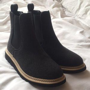 Universal Thread Felt boots